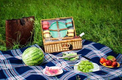 TOP TIPS FOR HEALTHY PICNICS
