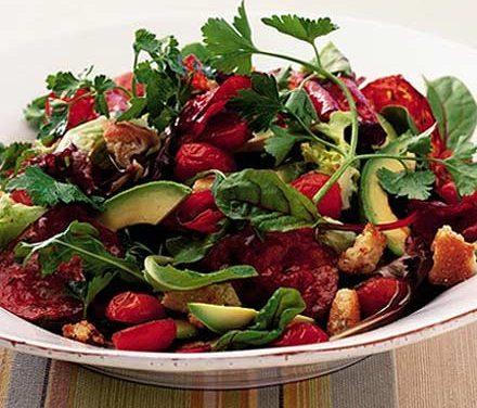 Warm avocado salad with spicy chorizo
